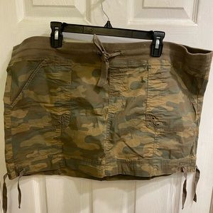 Old Navy camo mini skirt - XL